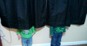 Pictures of kids who are bad at hide and seek. (32)