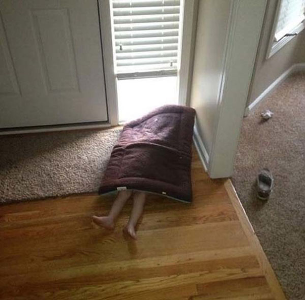 Pictures of kids who are bad at hide and seek. (30)