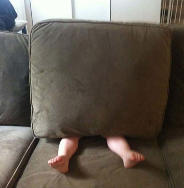 Pictures of kids who are bad at hide and seek. (29)