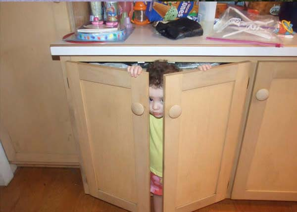 Pictures of kids who are bad at hide and seek. (28)
