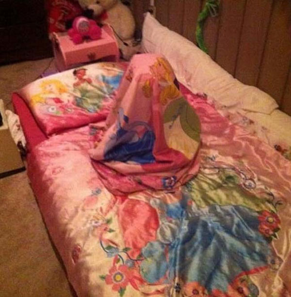 Pictures of kids who are bad at hide and seek. (24)