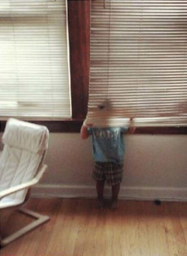 Pictures of kids who are bad at hide and seek. (20)