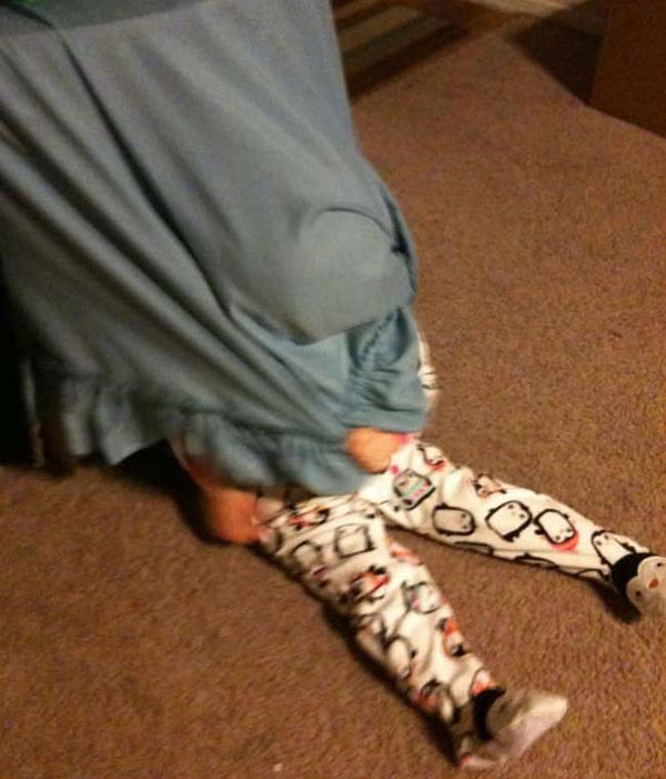 Pictures of kids who are bad at hide and seek. (12)