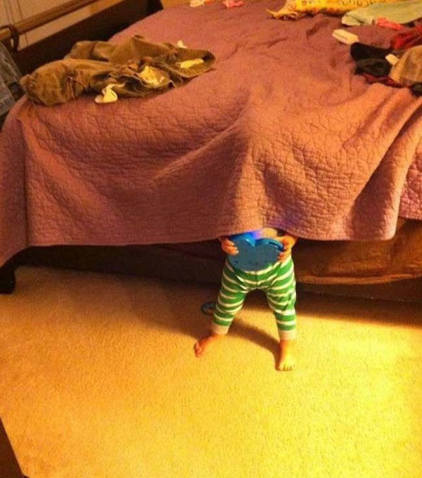 Pictures of kids who are bad at hide and seek. (11)