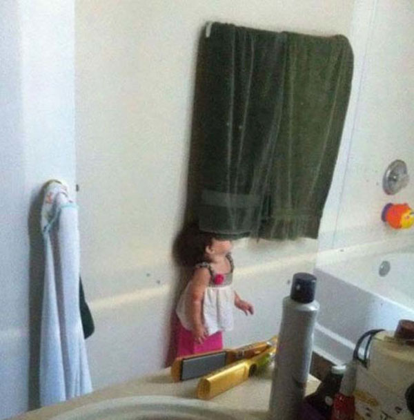 Pictures of kids who are bad at hide and seek. (7)