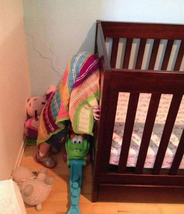 Pictures of kids who are bad at hide and seek. (2)