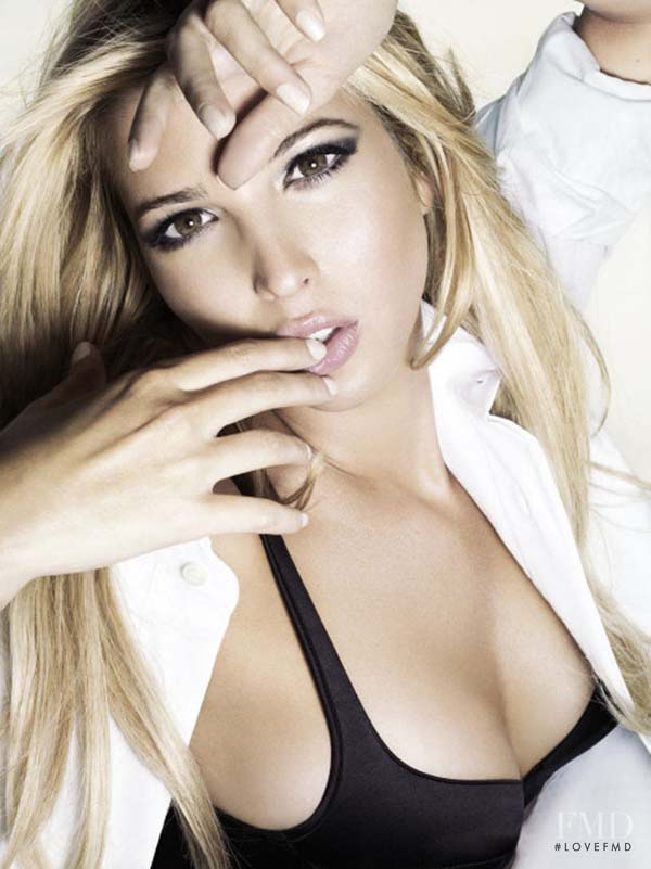 Ivanka Trump sexiest pictures from her hottest photo shoots. (17)