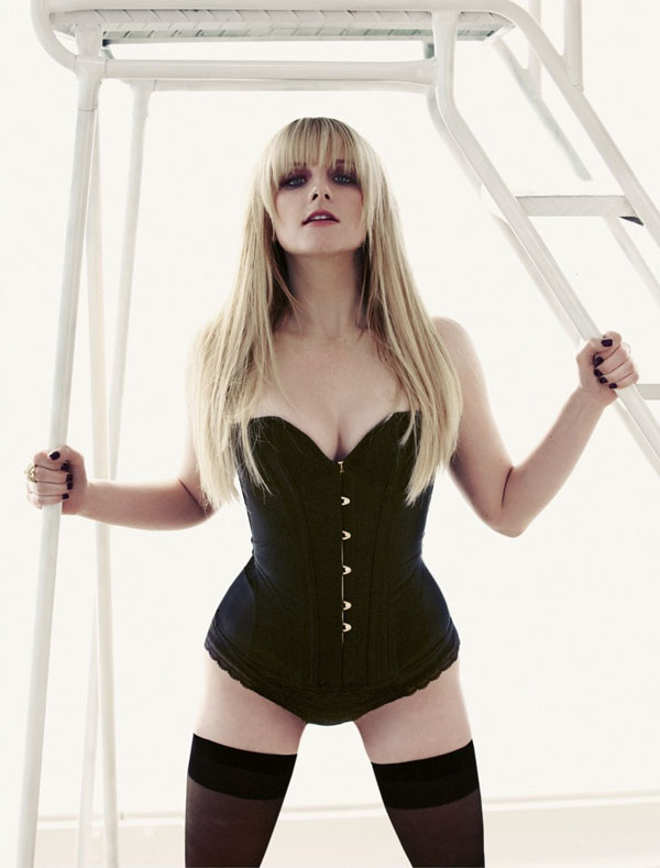Melissa Rauch sexiest pictures from her hottest photo shoots. (35)