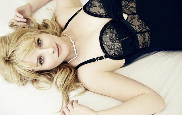 Melissa Rauch sexiest pictures from her hottest photo shoots. (32)