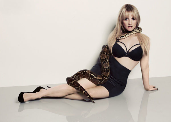 Melissa Rauch sexiest pictures from her hottest photo shoots. (17)