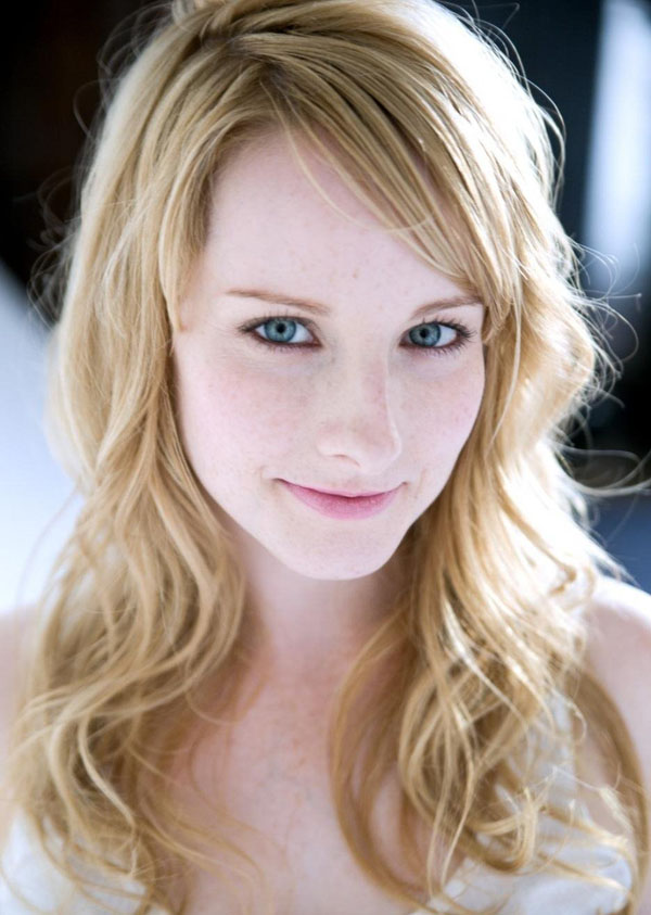 Melissa Rauch sexiest pictures from her hottest photo shoots. (12)