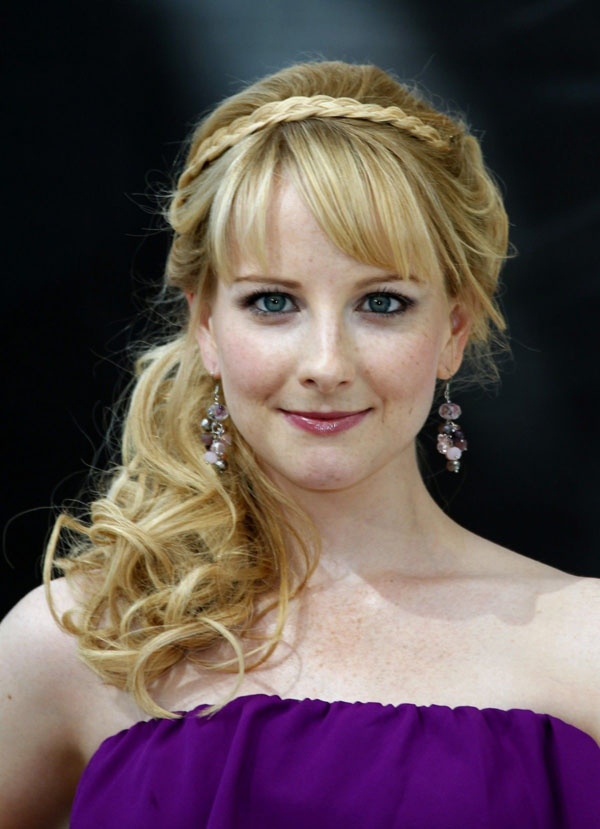 Melissa Rauch sexiest pictures from her hottest photo shoots. (1)