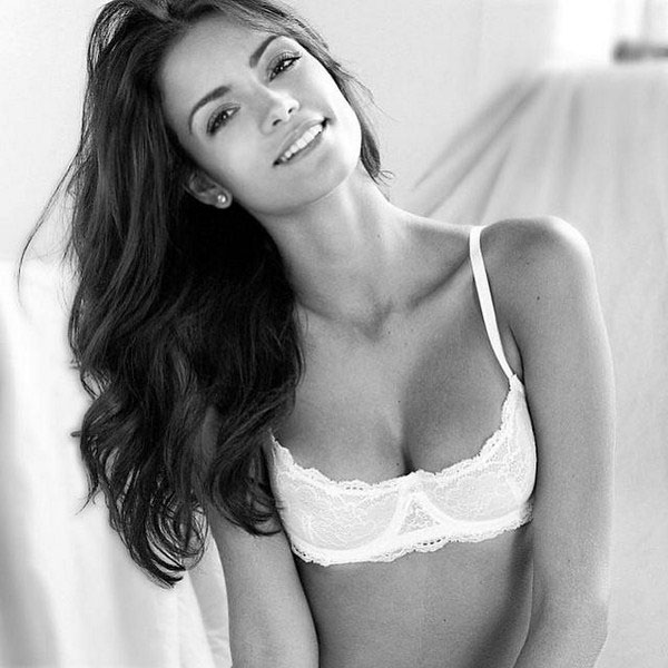 Sofia Resing sexiest pictures from her hottest photo shoots. (27)