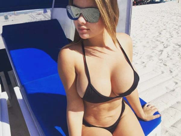 Anastasia Kvitko sexiest pictures from her hottest photo shoots. (59)