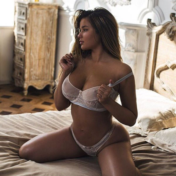 Anastasia Kvitko sexiest pictures from her hottest photo shoots. (41)