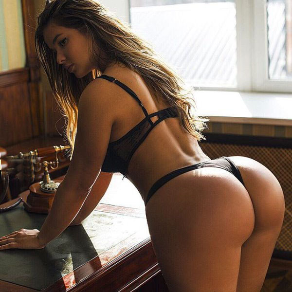 Anastasia Kvitko sexiest pictures from her hottest photo shoots. (37)