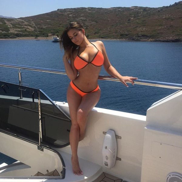 Anastasia Kvitko sexiest pictures from her hottest photo shoots. (32)