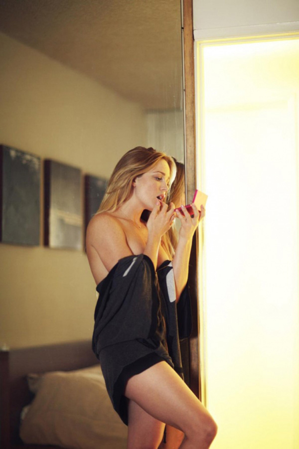 Caity Lotz sexiest pictures from her hottest photo shoots. (31)
