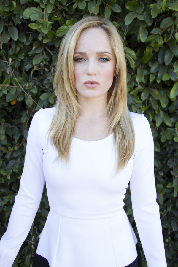 Caity Lotz sexiest pictures from her hottest photo shoots. (14)
