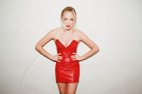 Caity Lotz sexiest pictures from her hottest photo shoots. (12)