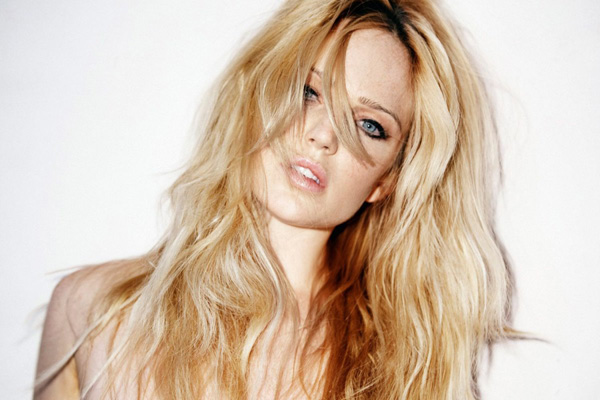 Caity Lotz sexiest pictures from her hottest photo shoots. (8)