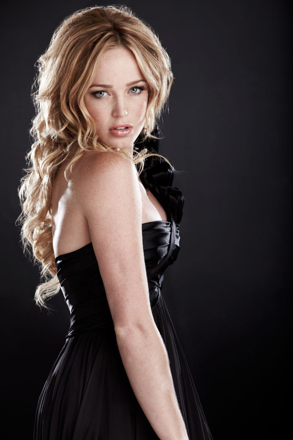 Caity Lotz sexiest pictures from her hottest photo shoots. (6)