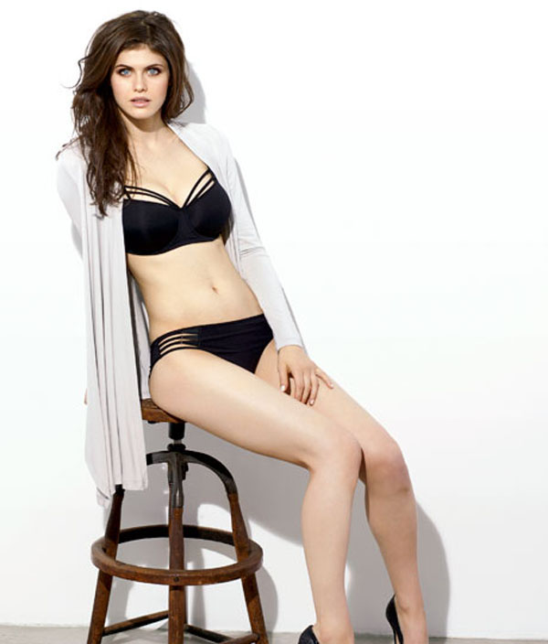 Alexandra Daddario sexiest pictures from her hottest photo shoots. (40)