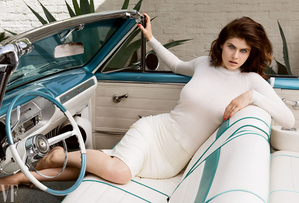 Alexandra Daddario sexiest pictures from her hottest photo shoots. (31)