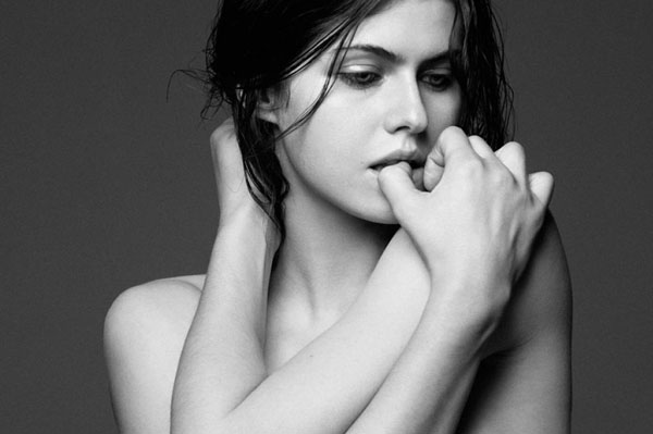 Alexandra Daddario sexiest pictures from her hottest photo shoots. (23)