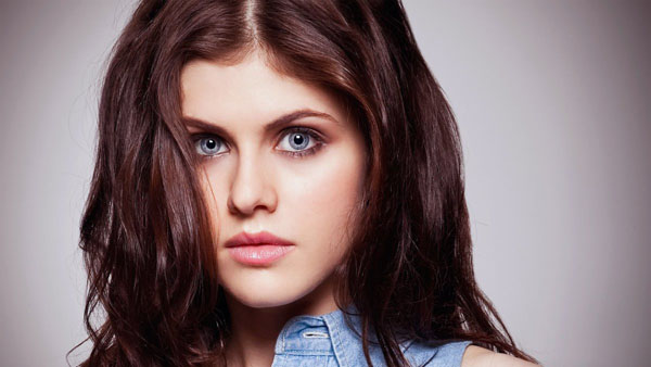 Alexandra Daddario sexiest pictures from her hottest photo shoots. (14)