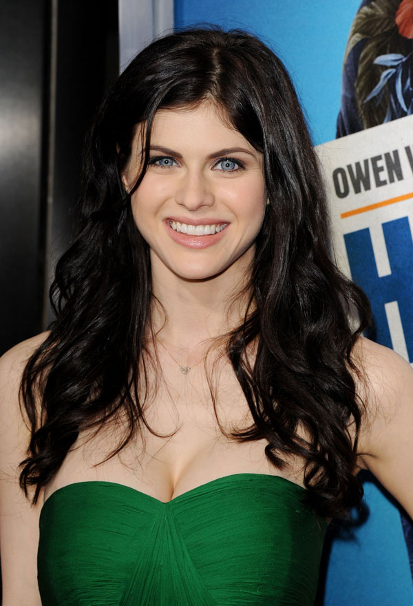 Alexandra Daddario sexiest pictures from her hottest photo shoots. (11)