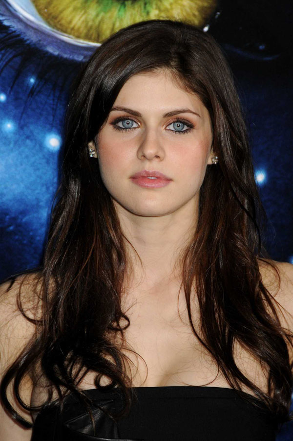 Alexandra Daddario sexiest pictures from her hottest photo shoots. (9)