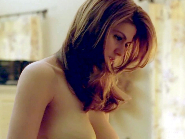 Alexandra Daddario sexiest pictures from her hottest photo shoots. (5)