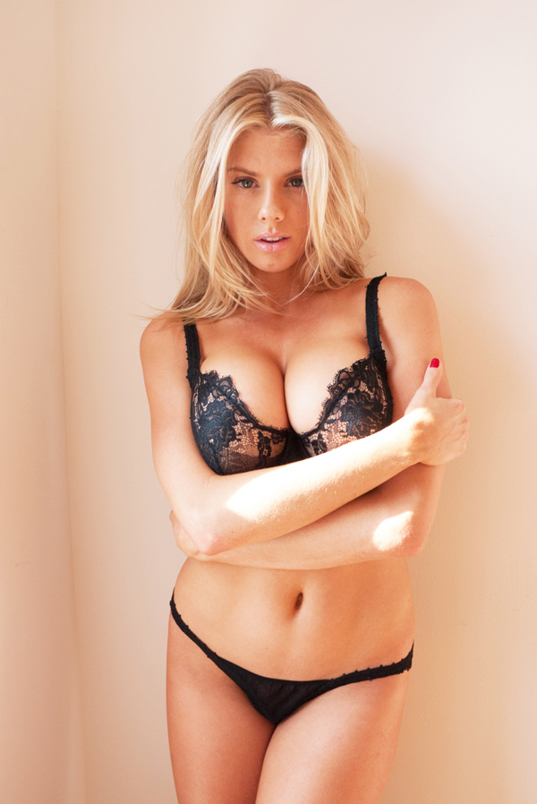 Charlotte McKinney sexiest pictures from her hottest photo shoots. (26)