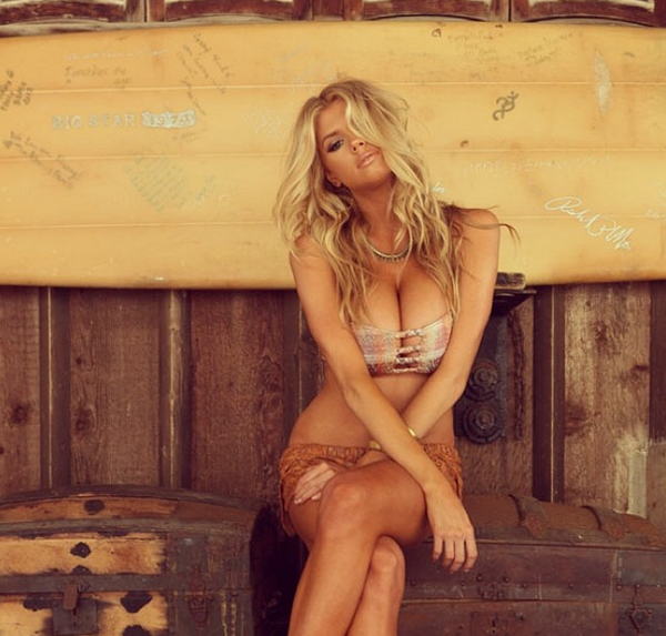 Charlotte McKinney sexiest pictures from her hottest photo shoots. (21)