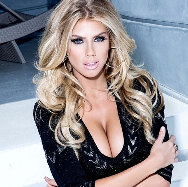 Charlotte McKinney sexiest pictures from her hottest photo shoots. (9)