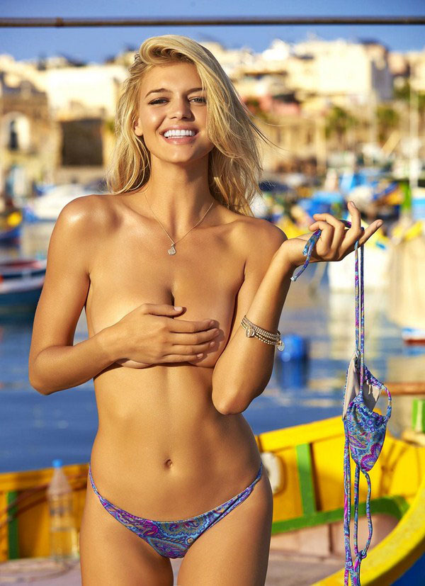 Kelly Rohrbach sexiest pictures from her hottest photo shoots. (31)