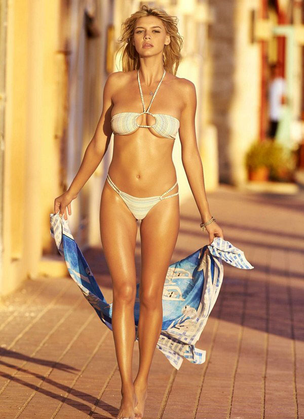 Kelly Rohrbach sexiest pictures from her hottest photo shoots. (30)