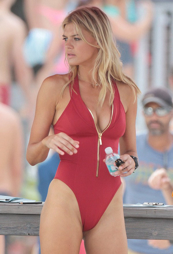 Kelly Rohrbach sexiest pictures from her hottest photo shoots. (26)