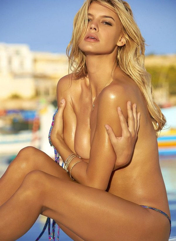 Kelly Rohrbach sexiest pictures from her hottest photo shoots. (19)