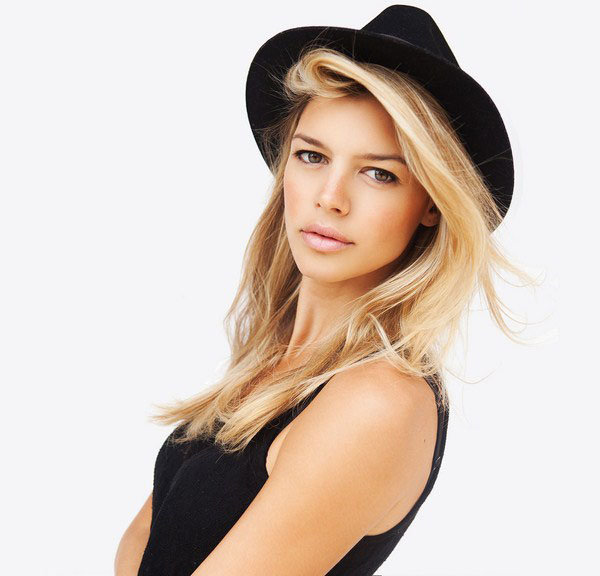 Kelly Rohrbach sexiest pictures from her hottest photo shoots. (14)