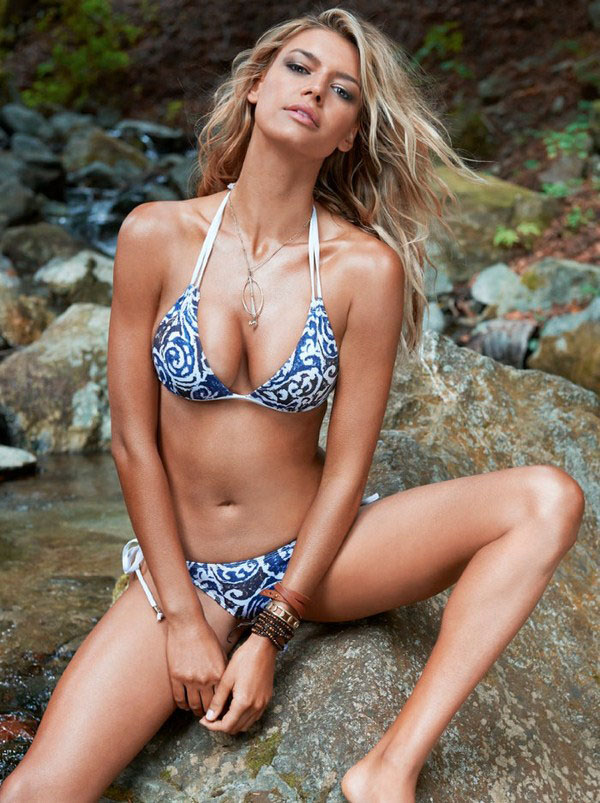 Kelly Rohrbach sexiest pictures from her hottest photo shoots. (10)