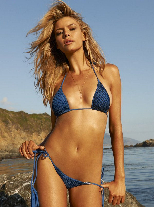 Kelly Rohrbach sexiest pictures from her hottest photo shoots. (8)