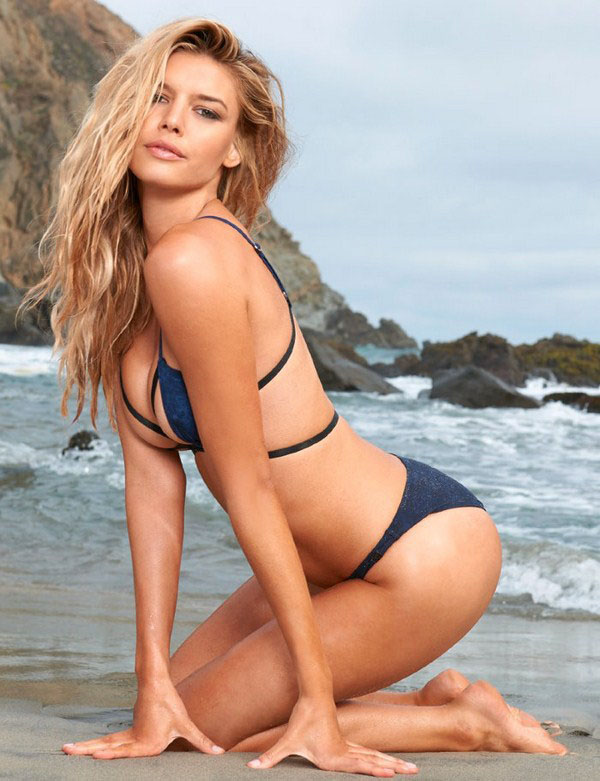 Kelly Rohrbach sexiest pictures from her hottest photo shoots. (7)