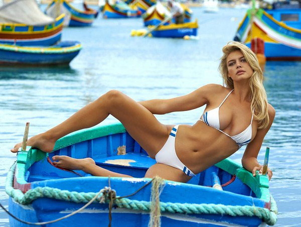 Kelly Rohrbach sexiest pictures from her hottest photo shoots. (6)