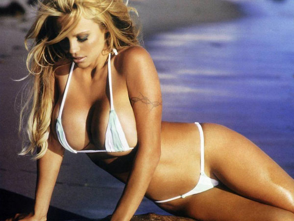 Pamela Anderson sexiest pictures from her hottest photo shoots. (40)