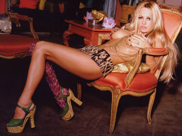 Pamela Anderson sexiest pictures from her hottest photo shoots. (8)