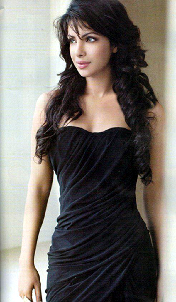 Priyanka Chopra sexiest pictures from her hottest photo shoots. (22)