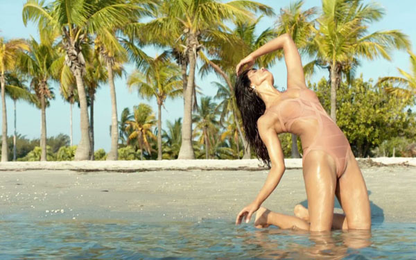 Priyanka Chopra sexiest pictures from her hottest photo shoots. (5)