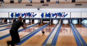 Bowler Sets World Record With 300 Game in Under 90 Seconds (Video.)